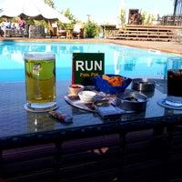9/29/2013 tarihinde Umut A.ziyaretçi tarafından Pool Pub'de çekilen fotoğraf