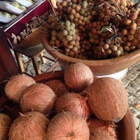 Foto tirada no(a) Kioske Frutas Da Fruta Mercadao por Lesley I. em 12/18/2014