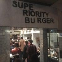รูปภาพถ่ายที่ Superiority Burger โดย Saad K. เมื่อ 10/24/2017