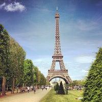 Photo prise au Jardin du Champ-de-Mars par Mandy R. le6/16/2013