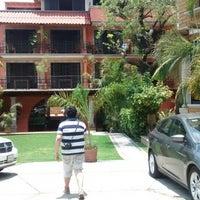 Foto tirada no(a) Posada Nican Mo Calli por Karla S. em 5/5/2014