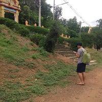 Photo taken at วัดเขื่อนท่าทุ่งนาประชาสรรค์(โป่งปัด) by Ong'Ing on 8/9/2016