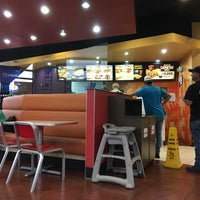 Photo taken at Taco Bell by Gabriel C. on 6/7/2017