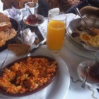 2/4/2014 tarihinde Gokhan E.ziyaretçi tarafından Çamlıca Restaurant'de çekilen fotoğraf