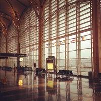รูปภาพถ่ายที่ Terminal C โดย Michael C. เมื่อ 10/29/2012