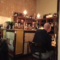 Das Foto wurde bei Briefmarken Weine - Grande Vini Piccola Cucina von David L. am 3/21/2015 aufgenommen