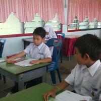 Photo taken at Kelas Thn 1, SK Serikaya by Wardi Ashraf M. on 10/11/2016