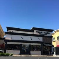 Foto scattata a Taco y Taco Mexican Eatery da Brad E. il 7/10/2016