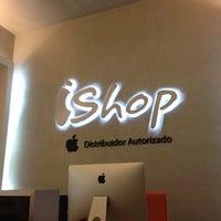 Foto diambil di iShop oleh Hector C. pada 1/14/2014