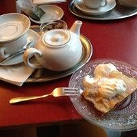 Das Foto wurde bei Ottenthal Weinhandlung & Kaffeehaus von Elen K. am 11/17/2013 aufgenommen