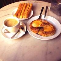 Das Foto wurde bei Cafe Sevilla von Javier H. am 11/20/2013 aufgenommen