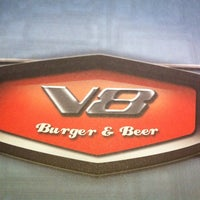 Foto diambil di V8 Burger & Beer oleh Talita M. pada 1/11/2014