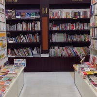 Photo taken at メトロ書店 神戸御影店 by タカ😇 on 9/23/2013