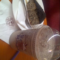 Photo taken at The Coffee Bean & Tea Leaf by Lucia C. on 8/30/2013