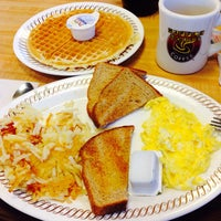 Photo taken at Waffle House by Esra D. on 7/17/2015