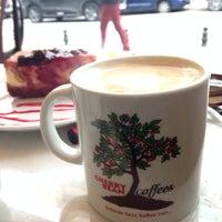 12/3/2013 tarihinde handeziyaretçi tarafından Cherrybean Coffees'de çekilen fotoğraf