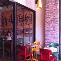 8/3/2013 tarihinde handeziyaretçi tarafından Mambocino Coffee'de çekilen fotoğraf