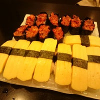 Photo taken at Sakae Sushi by Jasper T. on 12/16/2014