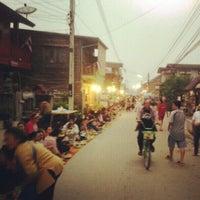 Снимок сделан в Chiang Khan Walking Street пользователем KaeMania 12/13/2012