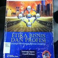 Photo taken at Badan Perpustakaan dan Kearsipan Provinsi Jawa Timur by Wwan H. on 4/7/2014
