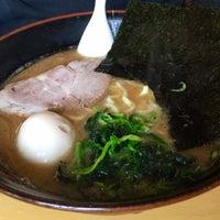 Photo taken at 横浜らーめん 日々家 by Nanami on 5/22/2016