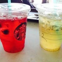 11/17/2013 tarihinde Merser D.ziyaretçi tarafından Starbucks'de çekilen fotoğraf