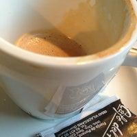 Photo taken at Café Del Plata by 🃏 JᎾᏒᎶЄᎠIHЄ on 1/4/2013
