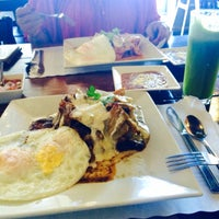 Photo taken at Los Chilaquiles by Mareni D. on 3/24/2015