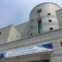 Photo taken at Hanyang Univ. 백남학술정보관 by Ghim on 5/27/2016
