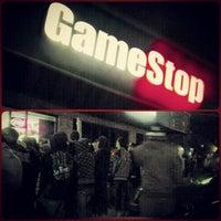 Foto tomada en GameStop por Brandon E. el 11/13/2012