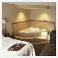 Photo taken at Hampton Inn Syracuse Clay by Po Y. on 4/14/2015