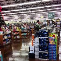 Das Foto wurde bei Half Price Books von Park S. am 12/12/2012 aufgenommen