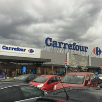 Photo taken at Carrefour hypermarché by Izo on 4/15/2016