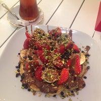 2/6/2015 tarihinde Büşra Ç.ziyaretçi tarafından Waffle Art'de çekilen fotoğraf