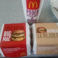 Foto tomada en McDonald's por Muna M. el 8/26/2013