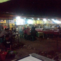 Photo taken at Pumara (Pusat Makanan Rakyat) Bangkalan by Firdaus Y. on 8/29/2013