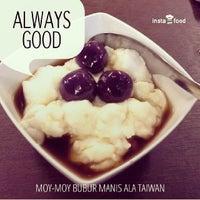Photo taken at Moy Moy Aneka Bubur Manis ala Taiwan by Sofian D. on 2/25/2014