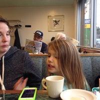 3/8/2014 tarihinde John E.ziyaretçi tarafından Young's Restaurant'de çekilen fotoğraf