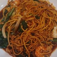 Photo taken at Qua-Li Noodle & Rice by Iva W. on 7/19/2014