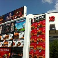 Photo taken at Steak 'n Shake by Joe N. on 8/4/2014