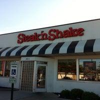 Photo taken at Steak 'n Shake by Joe N. on 8/1/2013