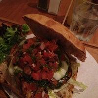 Снимок сделан в Carnaby Burger Co пользователем Hayden M. 3/8/2013