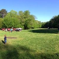 Foto tomada en Tanyard Creek Park por Joe W. el 4/26/2014