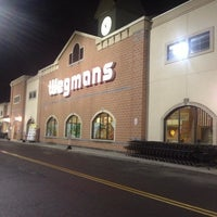 รูปภาพถ่ายที่ Wegmans โดย Ben O. เมื่อ 6/11/2013
