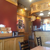 Photo taken at The Coffee Bean & Tea Leaf by Inês B. on 5/2/2015