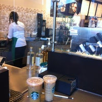 Foto tirada no(a) Starbucks por Chuck W. em 6/2/2013