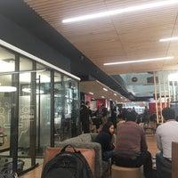 Foto tirada no(a) Work Cafe Santander por Roy C. em 10/25/2017