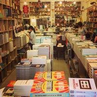 รูปภาพถ่ายที่ Books Actually โดย Pedro A. เมื่อ 4/5/2013