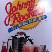 Foto tirada no(a) Johnny Rockets por Santiago M. em 10/20/2012