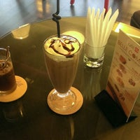 Photo taken at Belle Espresso by Lu W. on 5/31/2014